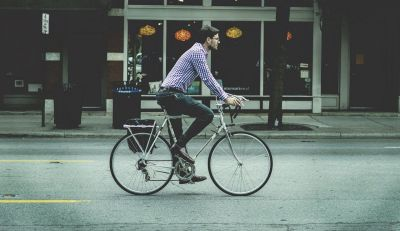 Why do French companies have every interest in offering a company bike to their employees?